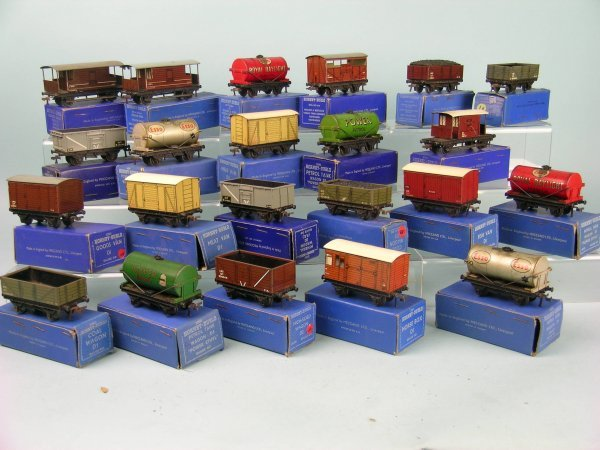 10C: A group of 22 early (blue box) Hornby Dublo freigh