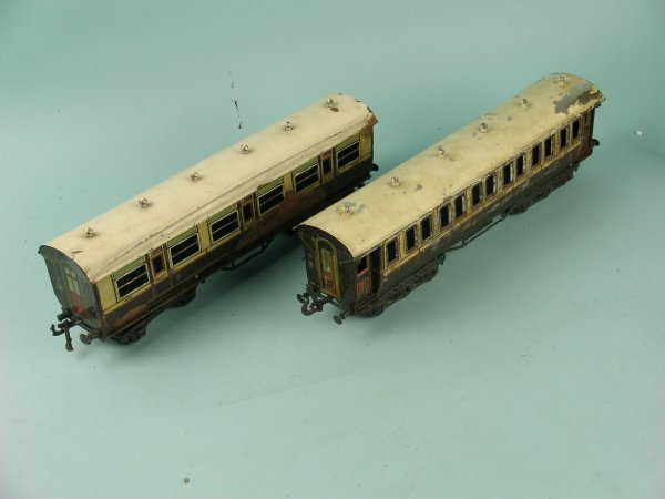 18C: Two unboxed Bing for Bassett-Lowke coaches a First