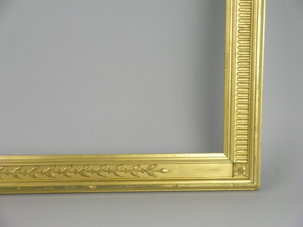 3D: A pair of moulded gilt and gesso picture frames wit