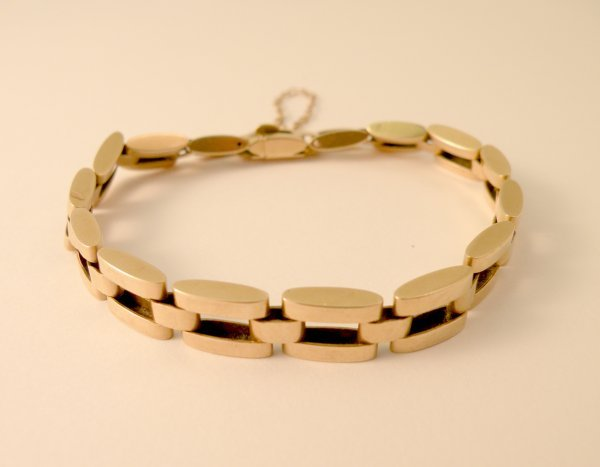 5C: A lady's yellow metal bracelet, designed as articul