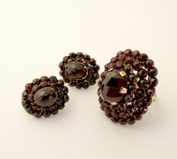 23C: A matched suite of Bohemian garnet set jewellery t