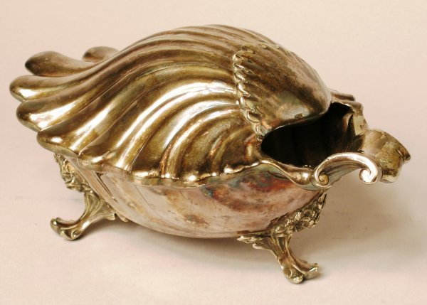 11B: A shell moulded three footed spoon warmer