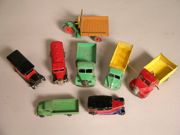 6D: Dinky 25w Bedford truck, green cab and truck body,
