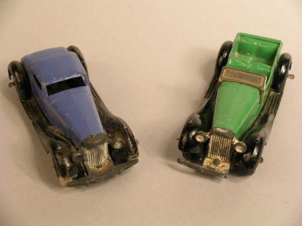 14D: Dinky: 36b Bentley, blue body, black wings, hubs a