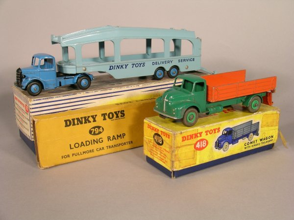 15D: Dinky Toys 418 Comet wagon with hinged tailboard,