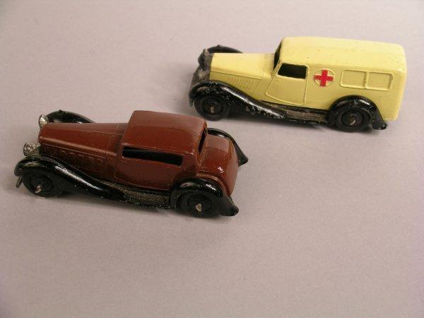 16D: Dinky: 30f Ambulance, cream body, black hubs and c