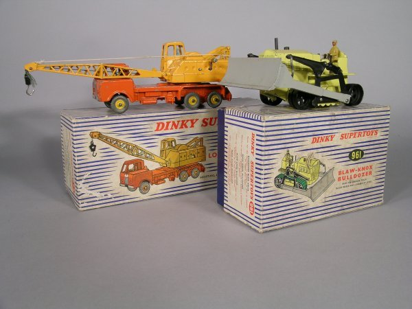 17D: Dinky Supertoys 972 20 tonne lorry mounted Cole's