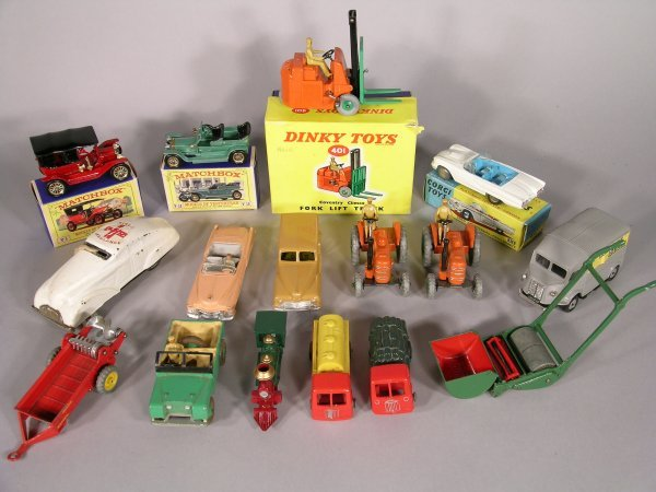 19D: Dinky Toys 401 Coventry Climax forklift truck, ora