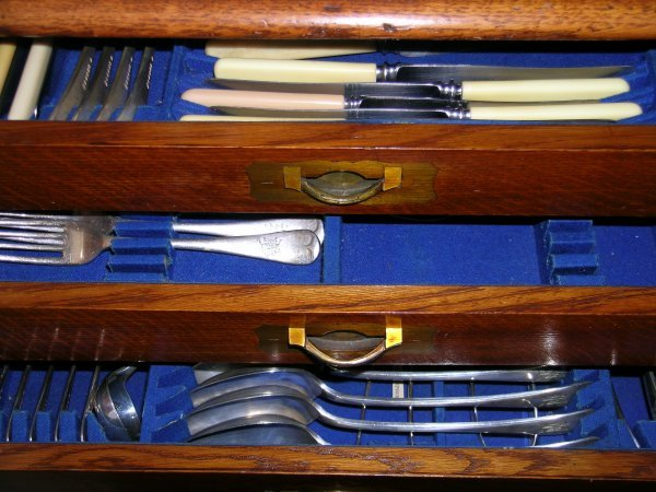 14C: A Victorian oak canteen of electroplated cutlery