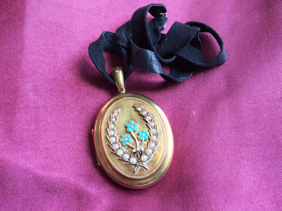 18 ct Gold, Turquoise and Pearl Mourning Locket