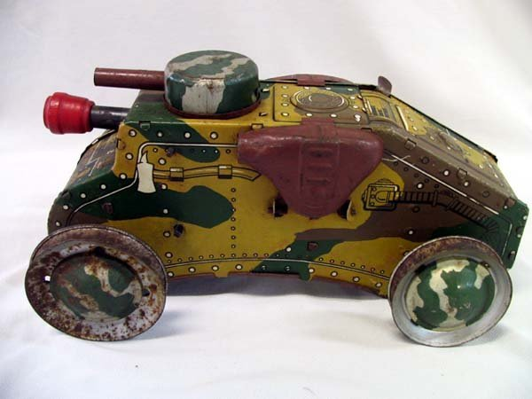 9: TIN TOY CAMOUFLAGE E12 TANK, WIND-UP
