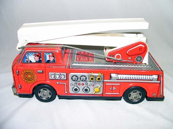 11: TIN TOY FIRE ENGINE, BATTERY OPERATED