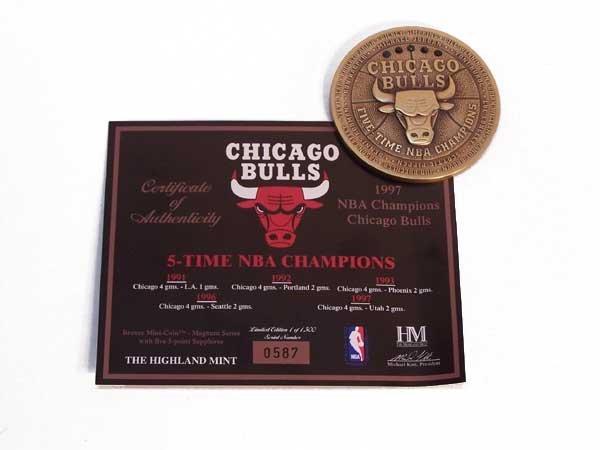 1005: CHICAGO BULLS 5 TIME NBA CHAMPS MEDALLION