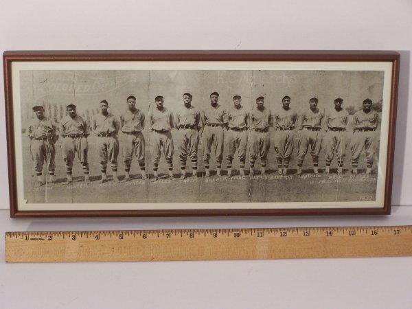 1013: 1932 PHOTOGRAPH KANSAS CITY MONARCHS
