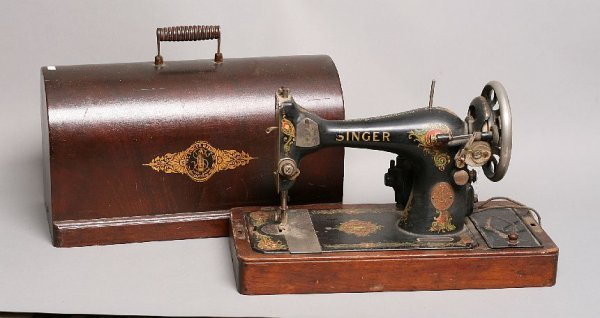 17: Singer tabletop sewing machine w/ lid