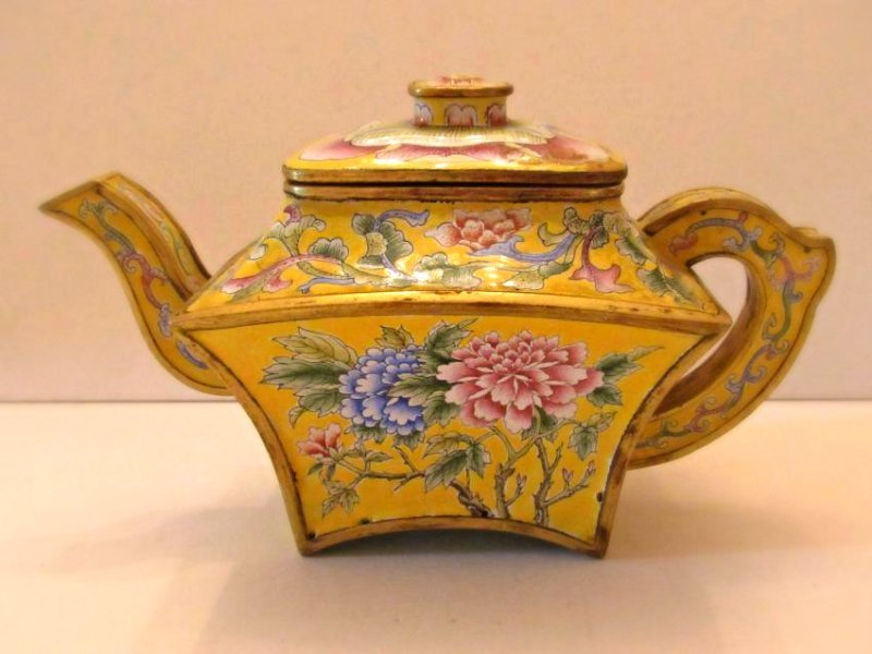 Yellow Ground Beijing Enamel Teapot with Cover - 3