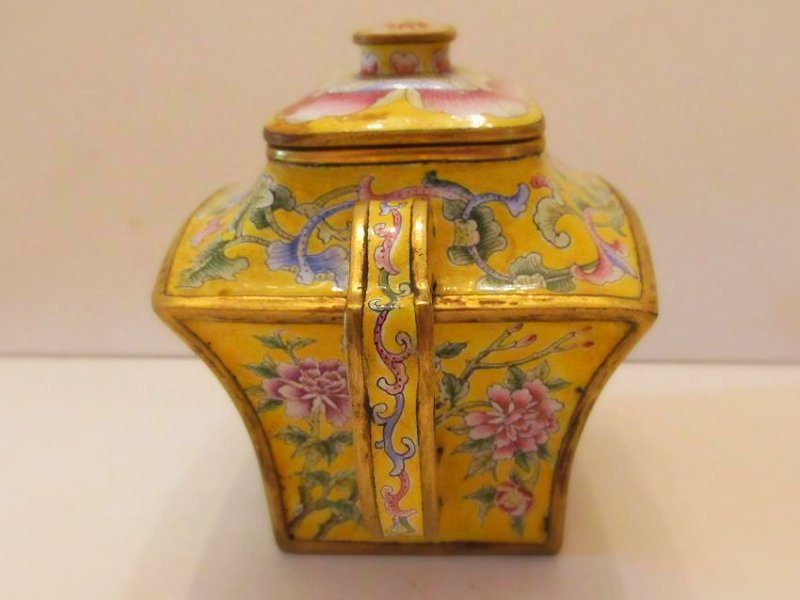 Yellow Ground Beijing Enamel Teapot with Cover - 4