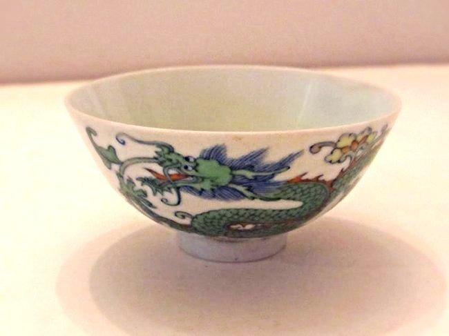 Chinese Porcelain Dragon Bowl