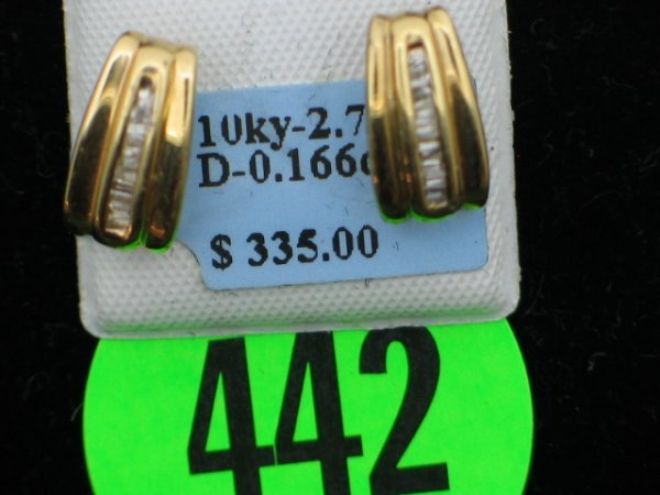 442: Pair ladies 10kt yellow gold w/ apprx 0.166cttw di