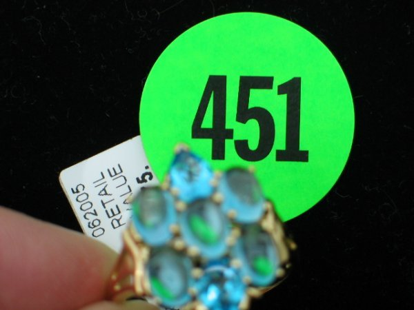 451: Ladies 10kt yellow gold ring size 10 1/2 w/apprx 3