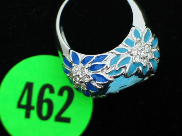 462: Ladies sterling silver ring size 9 - w/apprx 3cttw