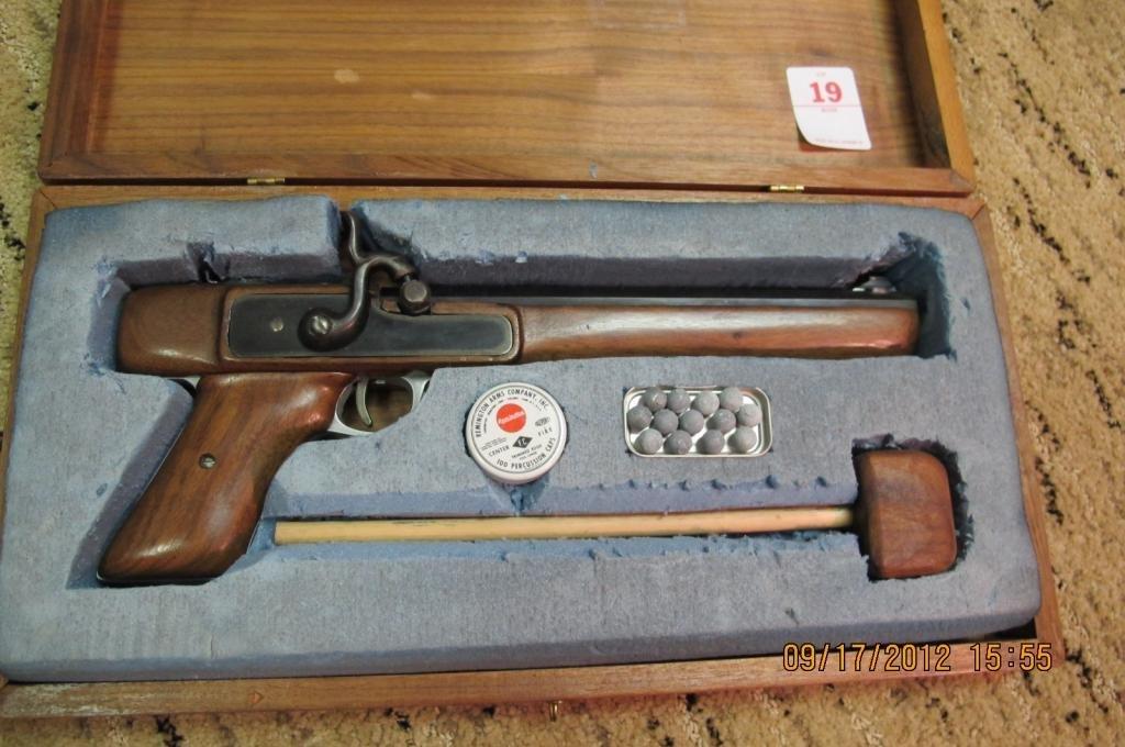 19: Black Powder Pistol in original box