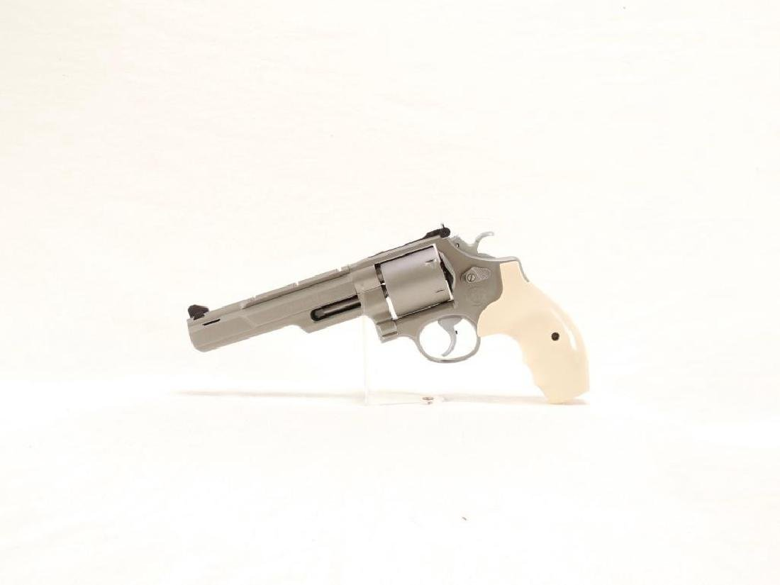 Smith & Wesson Model 657-3  41 Magnum Hunter Revolver