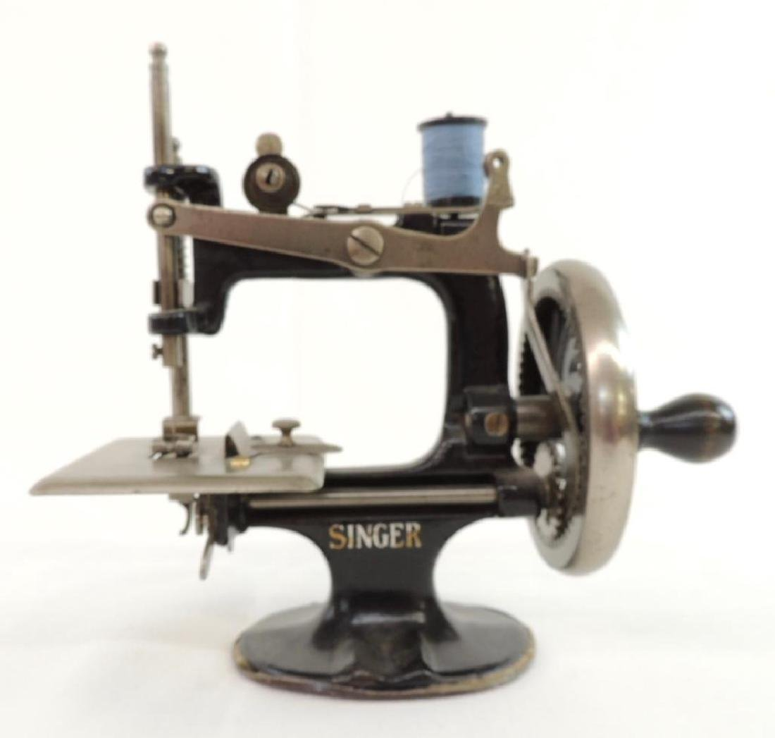 Small Singer Sewing Machine and Book - 3