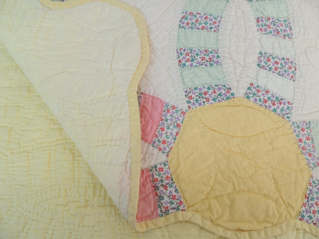 Antique Hand Quilted Wedding Ring Quilt - 2