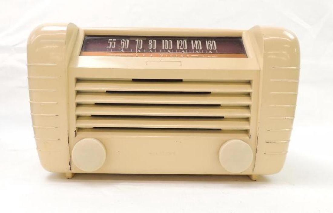 Vintage RCA Victor Tabletop Radio Model 65x2