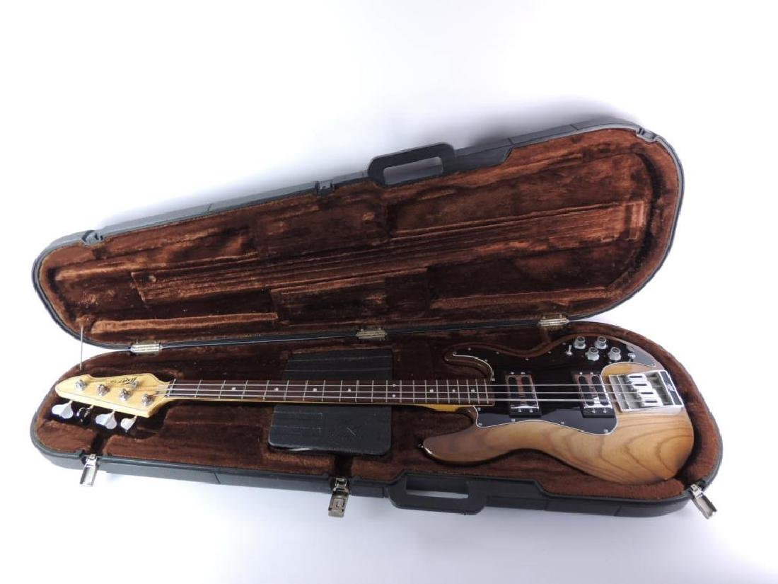 Peavey Model T-40 Electric Bass Guitar with Hard Case - 9