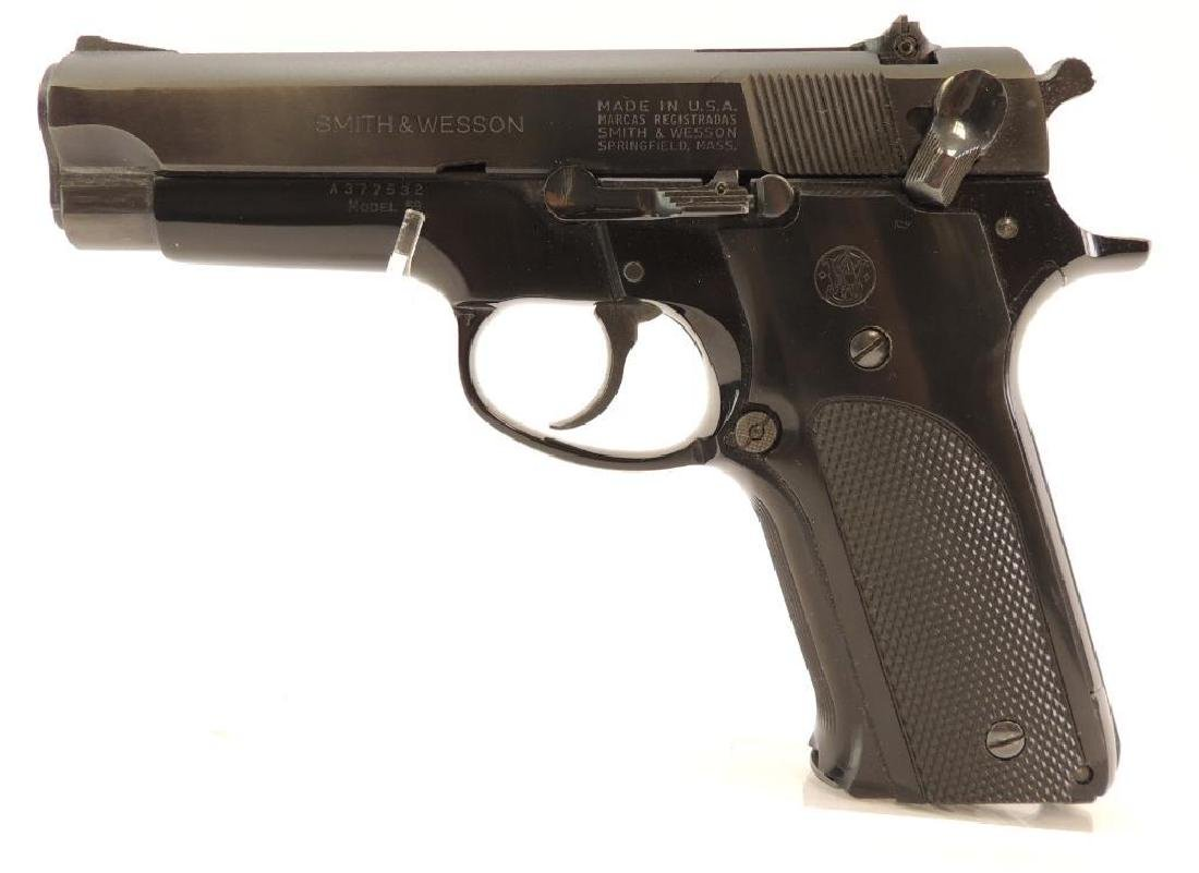 Smith and Wesson Model 59 9mm Semi Auto Pistol with