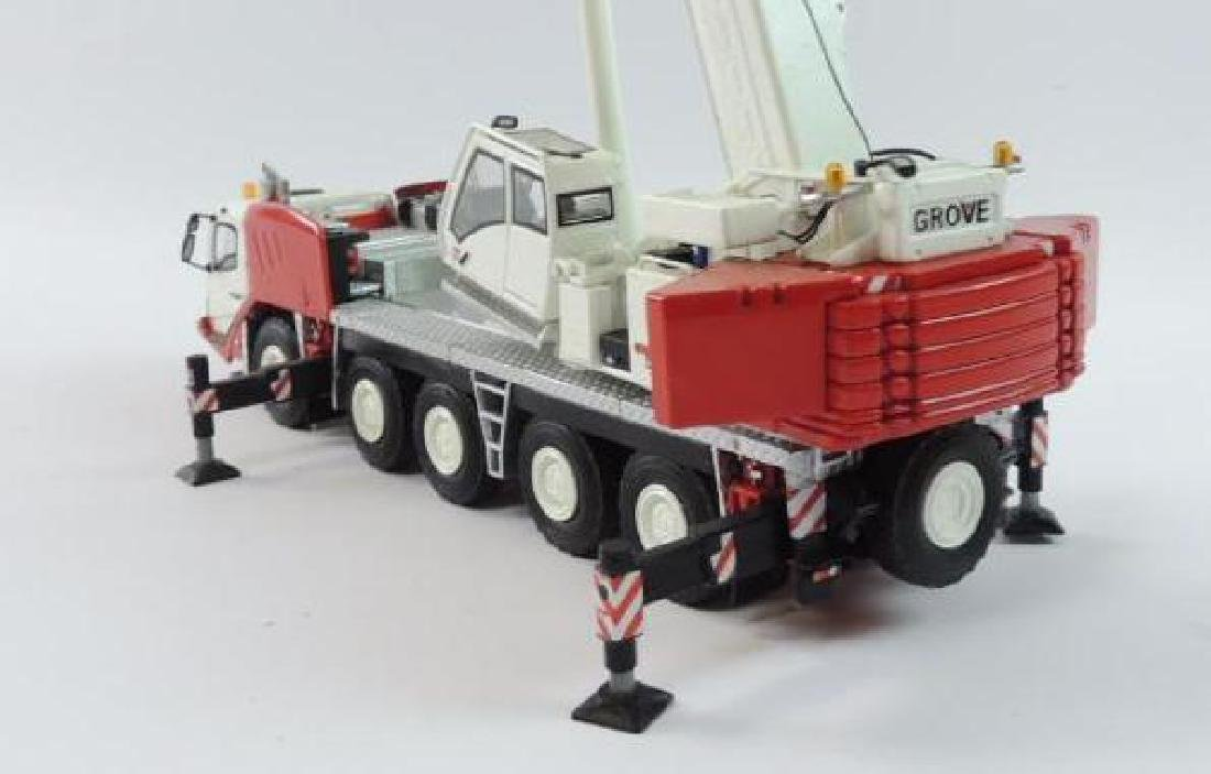 Grove GMK 5165-2 Die-Cast Replica Hydraulic Mobile - 3