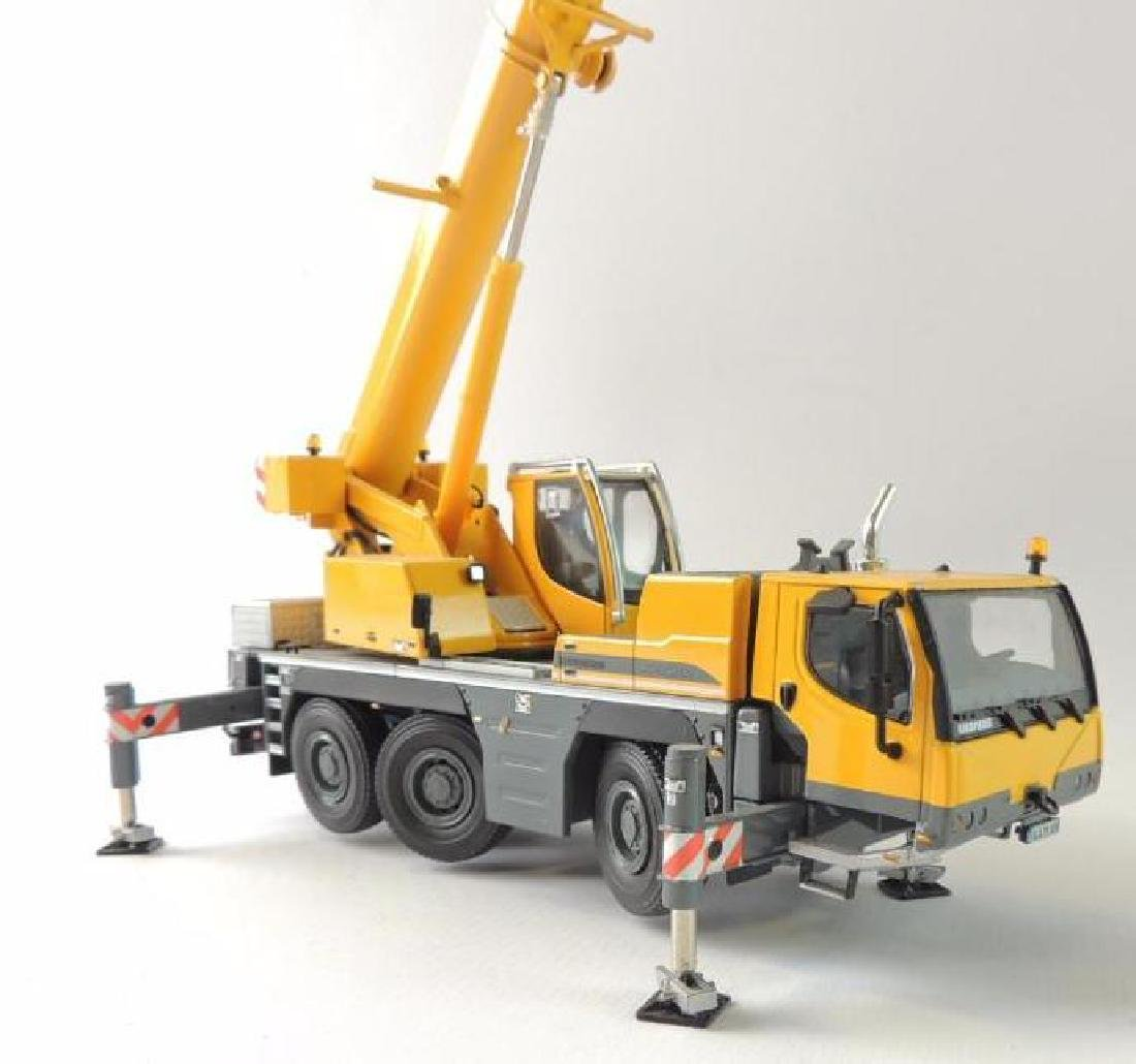 Liebherr LTM 1050-3.1 Die-Cast Replica Mobile Hydraulic - 3