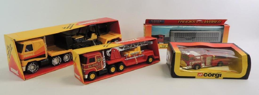 Group Of 4 Die-Cast Tractor-Trailer Semi Trucks
