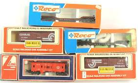 Group of 5 HO Scale Train Cars with Original Boxes