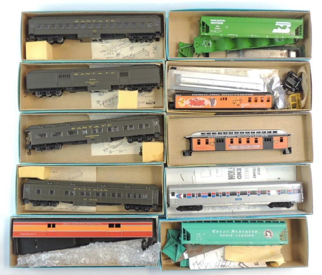 Group of 10 Athearn and Roundhouse HO Scale Train Cars