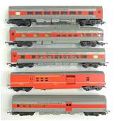 Group of 5 HO Scale Tri-Ang Transcontinental Passenger