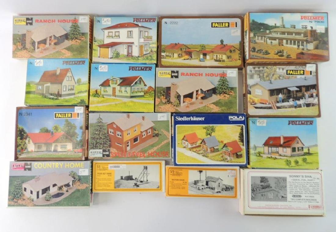 Group Of 16 N-Scale Model Residence Houses And More