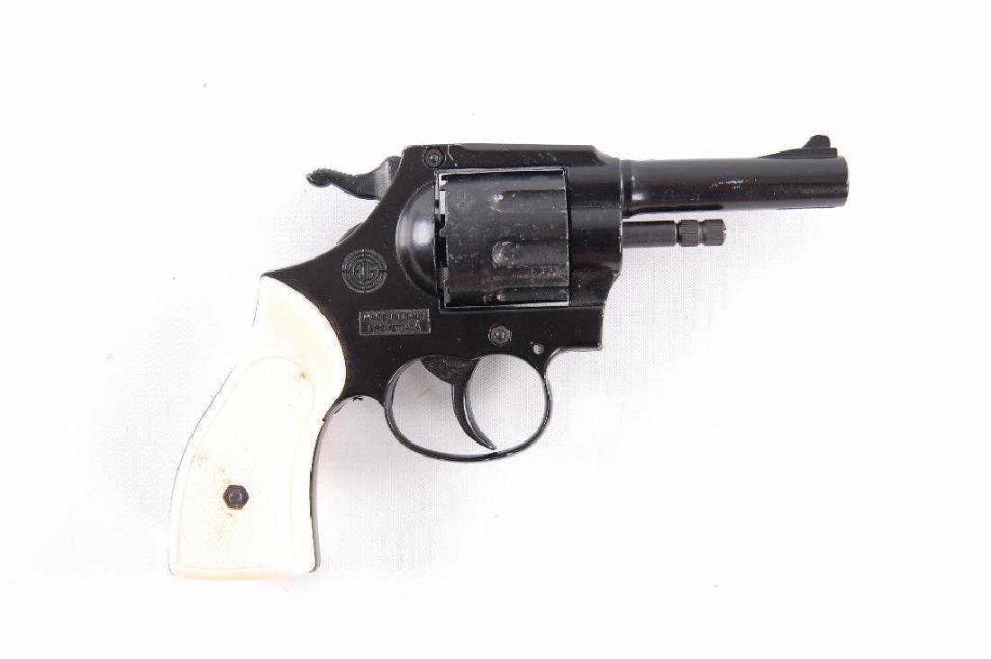 EIG Model 999 .22 Cal. Black Starter Pistol - 2