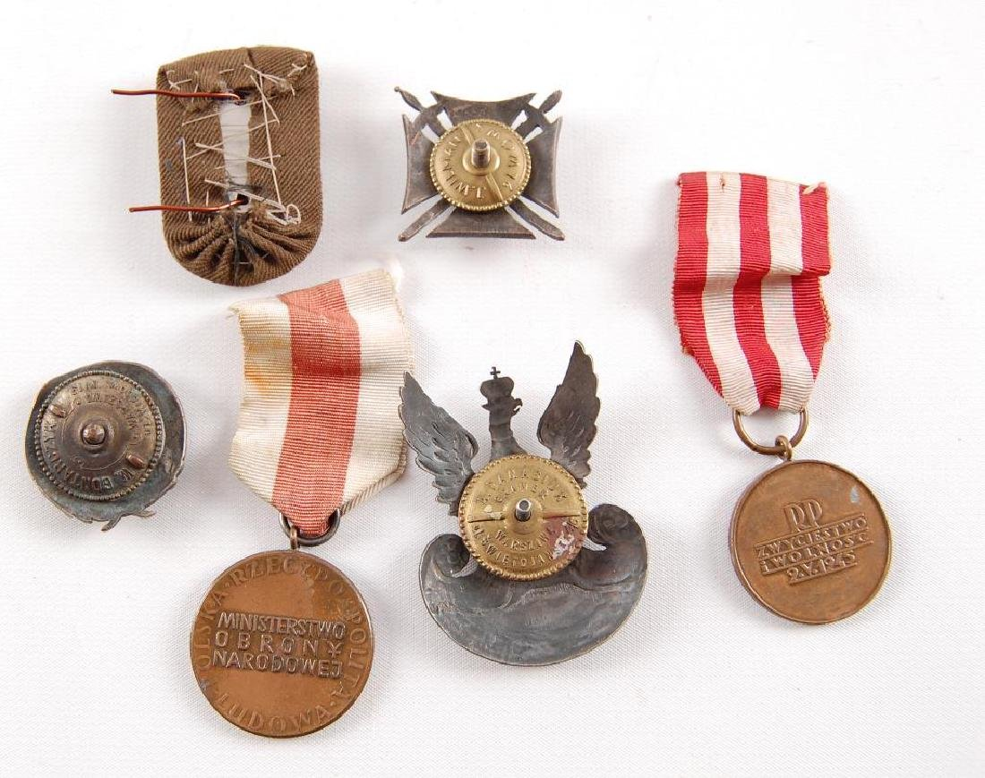 Group of 6 WW2 Polish Hat Badges and Medals - 3