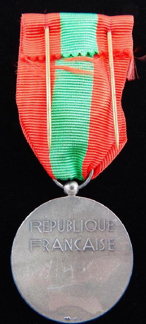 French Medal Lot and 2 Beret Badges - 5