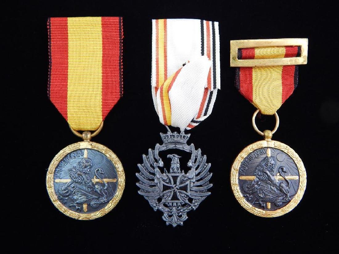 Group of 3 WW2 Spanish MedalsÊ+ 2 1936 Campaign Medals