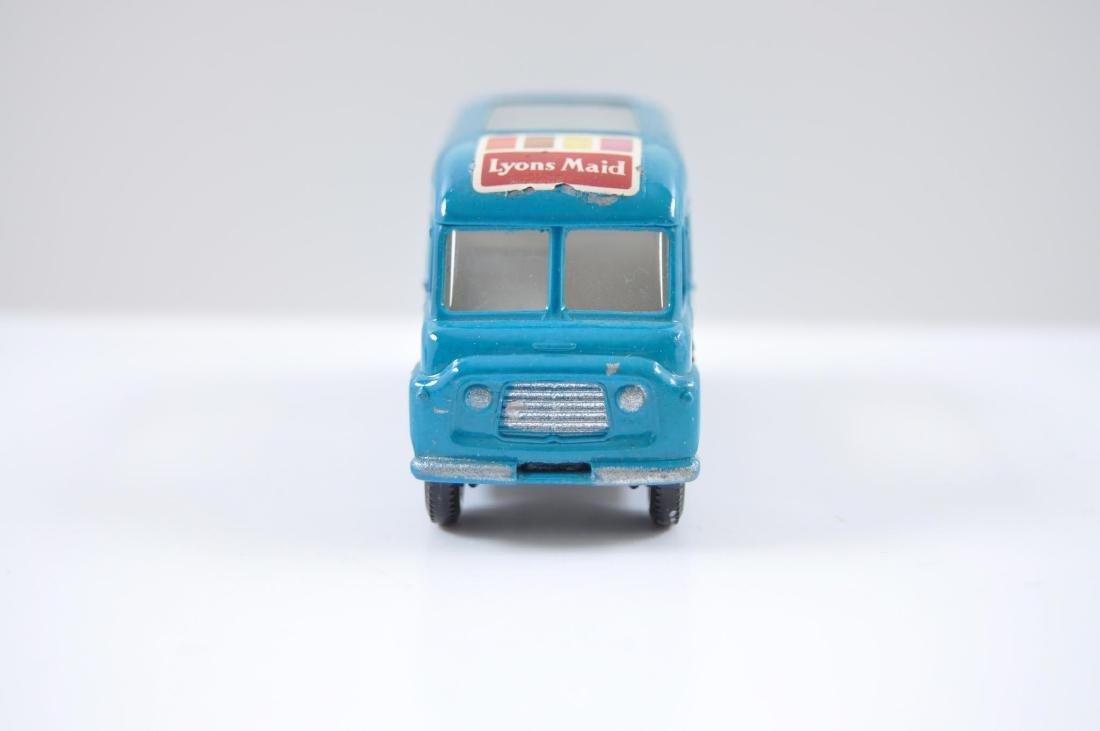 Matchbox No. 47 Lyons Maid Ice-Cream Mobile Shop - 2