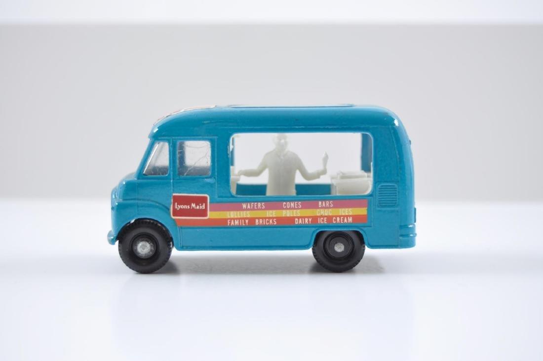 Matchbox No. 47 Lyons Maid Ice-Cream Mobile Shop - 3