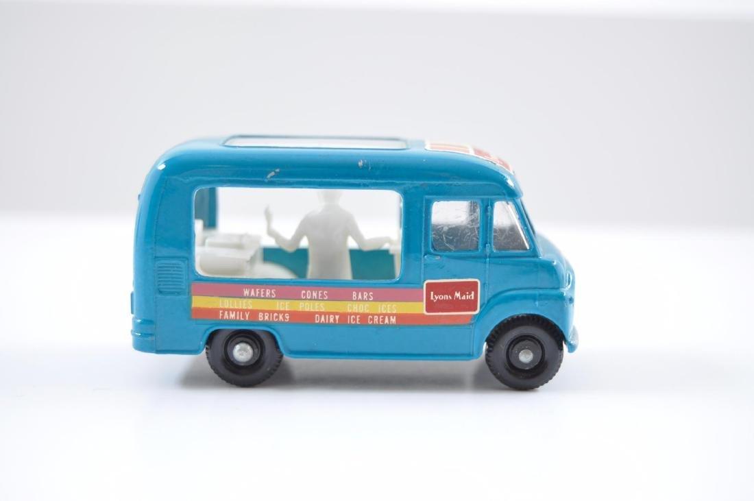 Matchbox No. 47 Lyons Maid Ice-Cream Mobile Shop - 5
