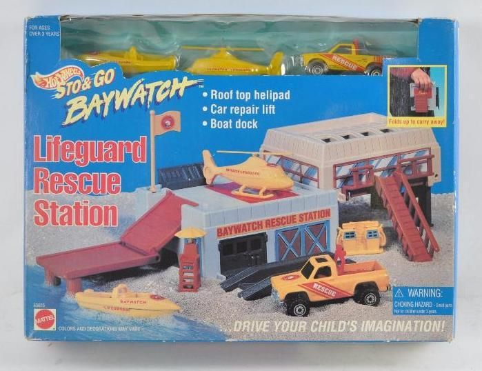 Hot Wheels Sto and Go Baywatch Playset in Original Box