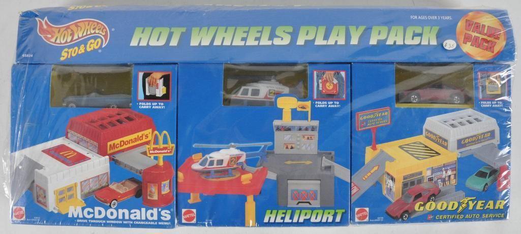 Hot Wheels Sto & Go Play Pack in Original Packaging