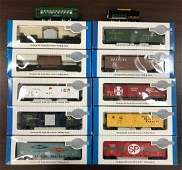 12 piece group Bachman HO scale model train cars and