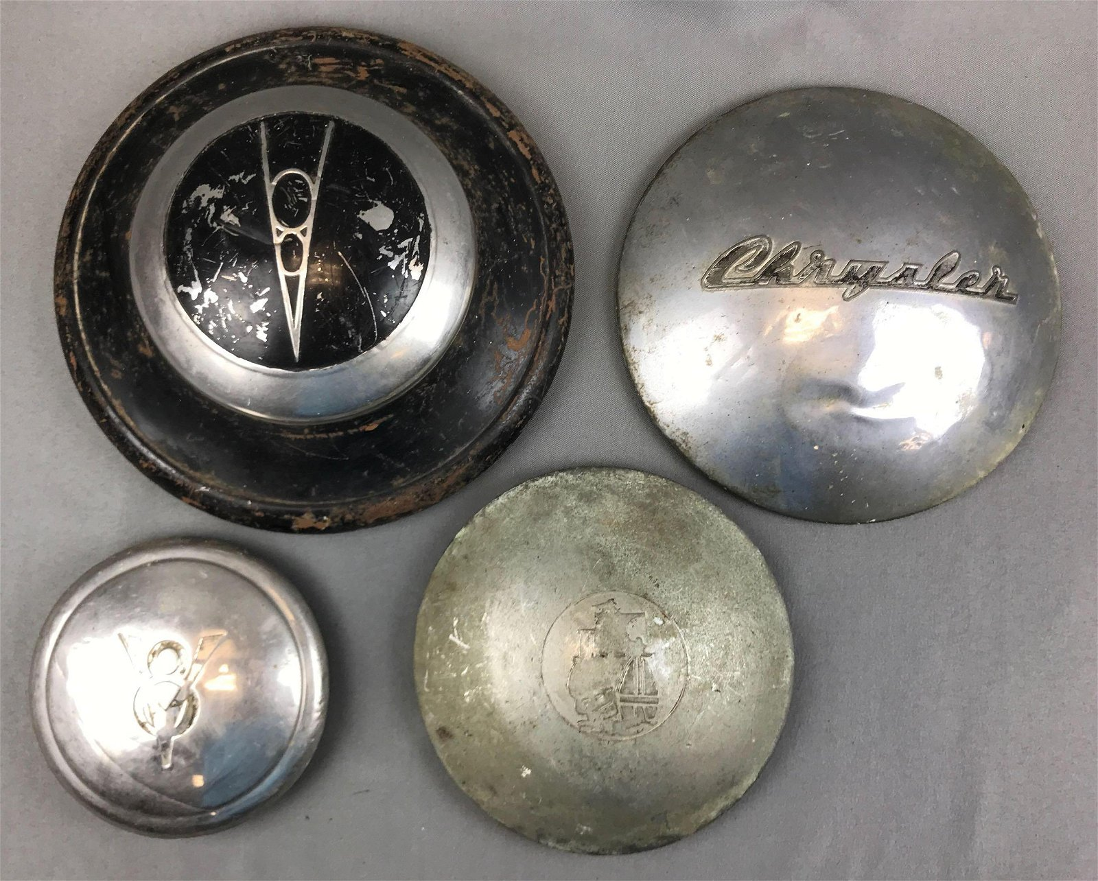 Group of 4 : Vintage Automobile Hubcaps - Chrysler,